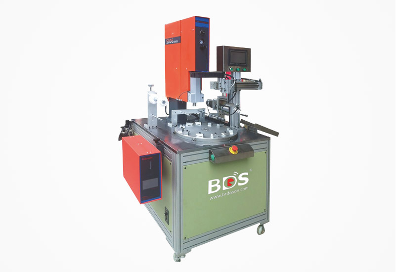 Rotary type ultrasonic plastic welding machine